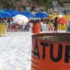 Latões de lixo na Praia Grande