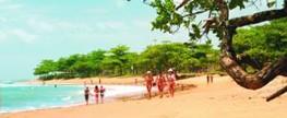 "Campanha ""Praia limpa, praia linda"" conscientiza frequentadores das praias de Aracruz"