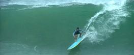 Alma Surf entrevista o surfista Bernardo Mussi, responsável pela limpeza de praia em Salvador