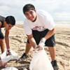 Grupo recolhe 10 mi de fragmentos de lixo das águas pelo mundo