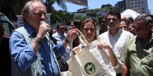 Campanha nos metrôs de Brasília e do Rio alertam população sobre os danos que as sacolas plásticas causam ao meio ambiente. Foto: Luiza Reis