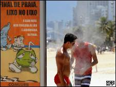 Operação da prefeitura tenta combater a desordem nas praias do Rio