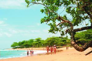 """Prefeitura de Aracruz - Campanha """"Praia limpa, praia linda"""" conscientiza frequentadores das praias de Aracruz"""