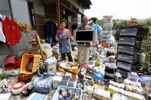 Ob in den USA, Deutschland oder Japan: Wenn Familien alle Kunststoffgegenstände aus ihrem Haus räumen, zeigt sich die private Plastikwelt, in der wir leben. Foto: thomaskirschner.com