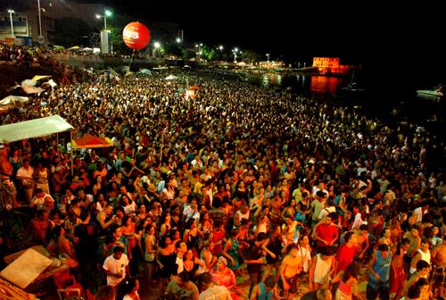 Cerca de 60 mil pessoas prestigiam a última noite de Espicha Verão. http://espichaverao.bahia.com.br/?p=2042 Foto: João Ramos / Bahiatursa