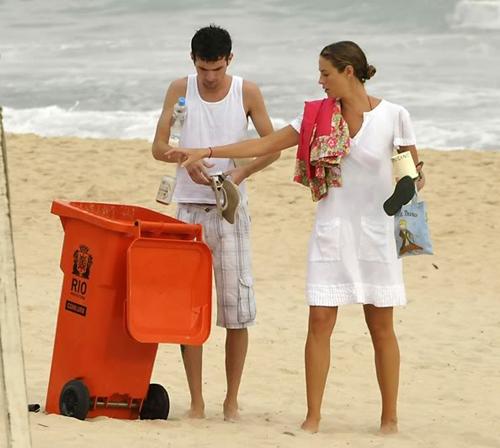 Luana Piovani na Praia « Chongas – Um Blog sem Credibilidade (mentira!)