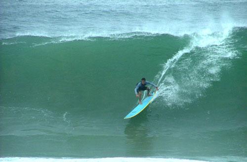 Esse é Bernardo Mussi, nas horas vagas. Direita na praia do Barravento, Salvador, Bahia. Foto: Miguel Brussi