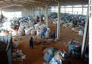 Agência Senado - 23/04/2010 - Brasil deve ganhar lei federal sobre manejo do lixo