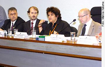 Agência Senado - 05/05/2010 - Gestão de Resíduos Sólidos tem de se basear em políticas de Estado, diz ministra