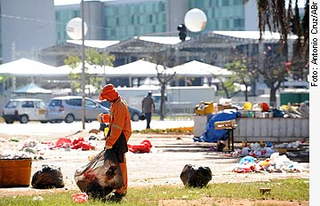 Agência Senado - 23/04/2010 - Brasil recicla apenas 13% do que é jogado fora