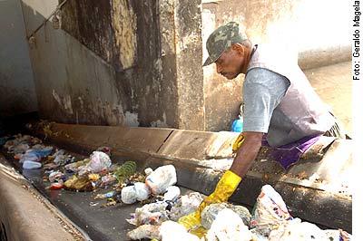 Agência Senado - 04/06/2010 - Comissões votam nesta quarta a Política Nacional de Resíduos Sólidos, que proíbe os 'lixões'