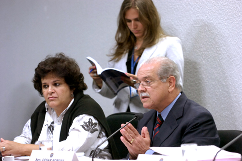 Audiência para debater Política Nacional de Resíduos Sólidos. Ministra do Meio Ambiente, Izabela Teixeira, e senador César Borges (PR-BA). Fotógrafo: Geraldo Magela - Agência Senado