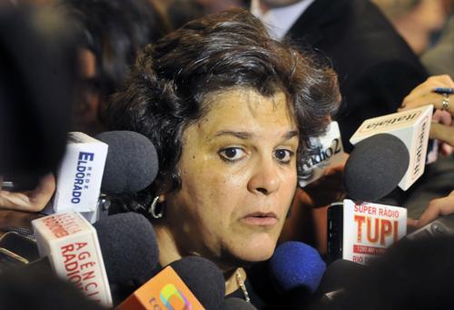 Brasília - A ministra do Meio Ambiente, Izabella Teixeira,concede entrevista, após a cerimônia onde o presidente Luiz Inácio Lula da Silva sancionou a lei que cria a Política Nacional de Resíduos Sólidos (PNRS). (José Cruz/ABr)