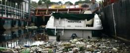 Lixo faz barco perder de carro em corrida no Tietê